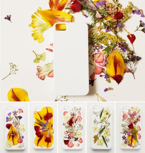 Неплохо будет примерить цветы и листики прямо на будущем чехле. Так вы сможете выбрать наилучший вариант узора.