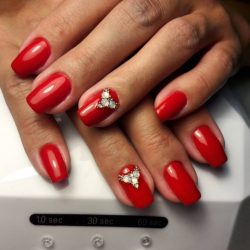 Красный маникюр в 2018 году: на короткие и длинные ногти + 225 ФОТО