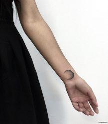 Тату на руке для девушек: значение и эскизы + 100 ФОТО