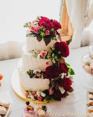 Стильные тенденции свадебных тортов: без мастики, с цветами, двухъярусные, белые + 150 ФОТО