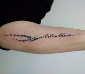 Татуировки с именем ребенка, девушки на руке, запястье, надписи, буквы, на английском, латинском, русском, значения. Эскизы + 70 ФОТО