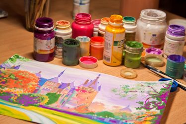 Уроки гуашью для начинающих поэтапно: рисуем цветы и пейзаж + 100 ФОТО