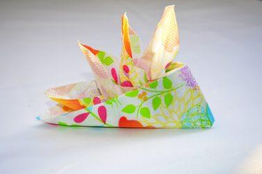 Как красиво сложить бумажные салфетки на праздничный стол: мастер-класс + 55 ФОТО